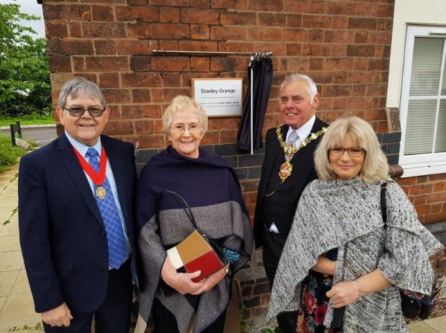 Honorary Alderman Melvyn Mottram, Valerie Pattinson, daughter of Stan Grange, Councillor David Stanley, the Mayor of Dudley and Julie Pattinson, granddaughter of Stan Grange