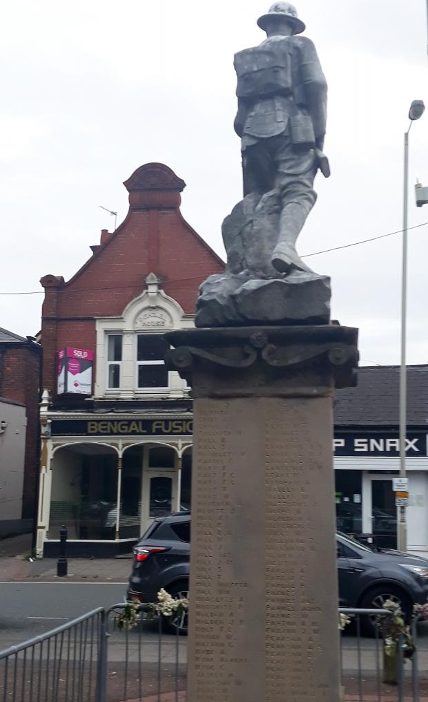 Halesowen News: Lye's war memorial, barricaded, and overlooking the now empty former Bengal Fusion restaurant