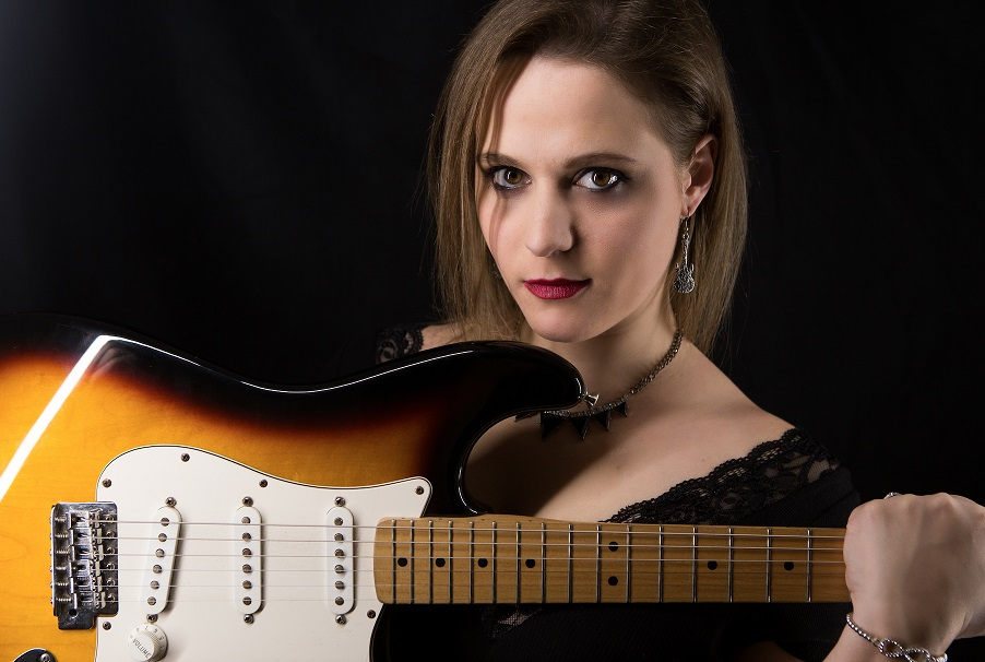 Eliana Cargnelutti - Blues Rocker from North Italy plays in the UK