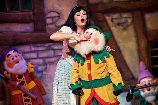 Review - Snow White and the Seven Dwarfs