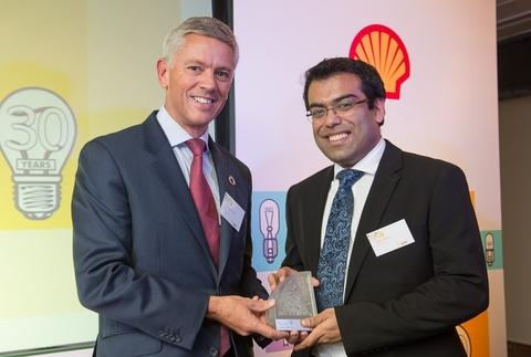 Entrepreneur Nithin Thomas receives his award for innovation from Shell UK chairman Graham van't Hoff.