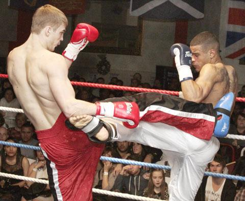 Simon Akufo (right) battles in vain against Ilya Usachev. Photo by Magic-AV Productions.
