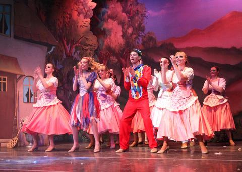 Still time to see Cinderella panto at Stourbridge Town Hall