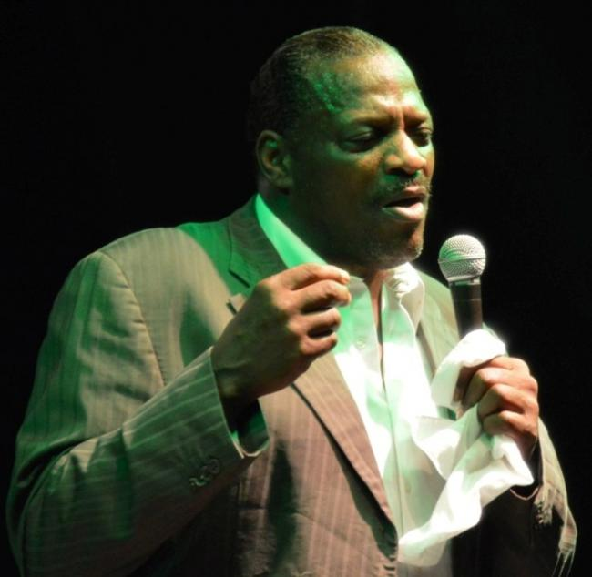 Alexander O'Neal in action