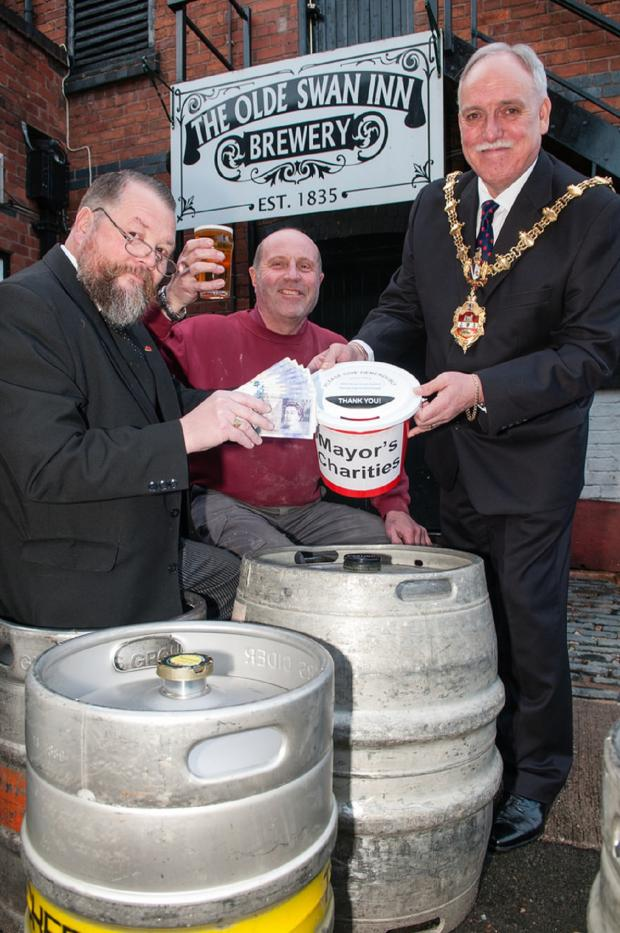 Halesowen News: Ma Pardoe's landlord Tim Newey, brewer Paul Cooksey and Mayor, Cllr Alan Finch raise a clash to their charity success