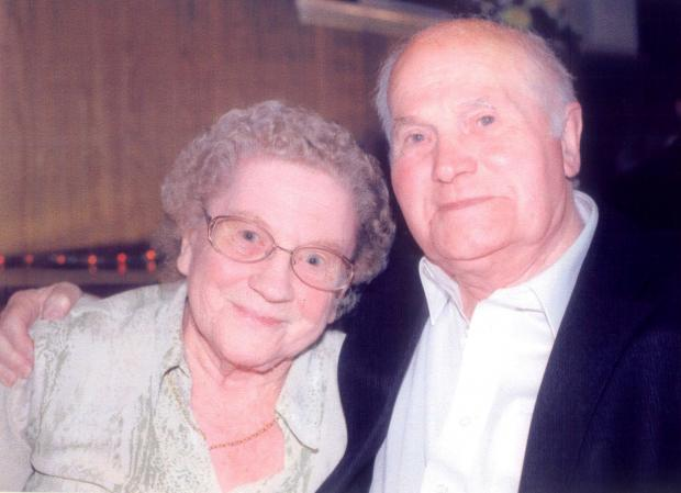 Halesowen News: Mary and Bert Barnsley.