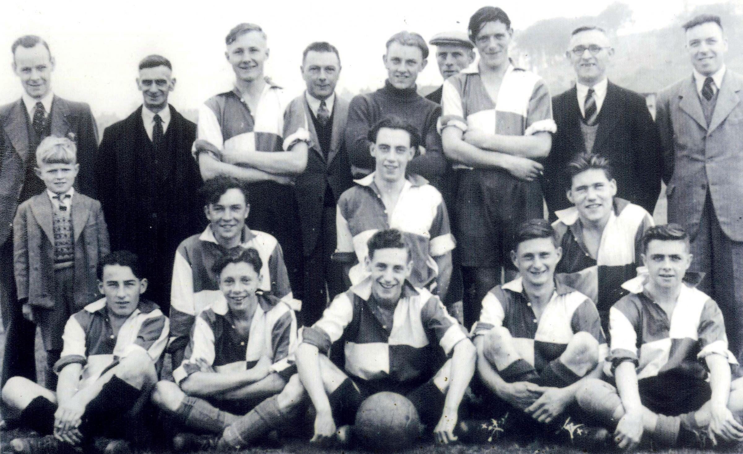 The post WW2 Two Gates FC team.