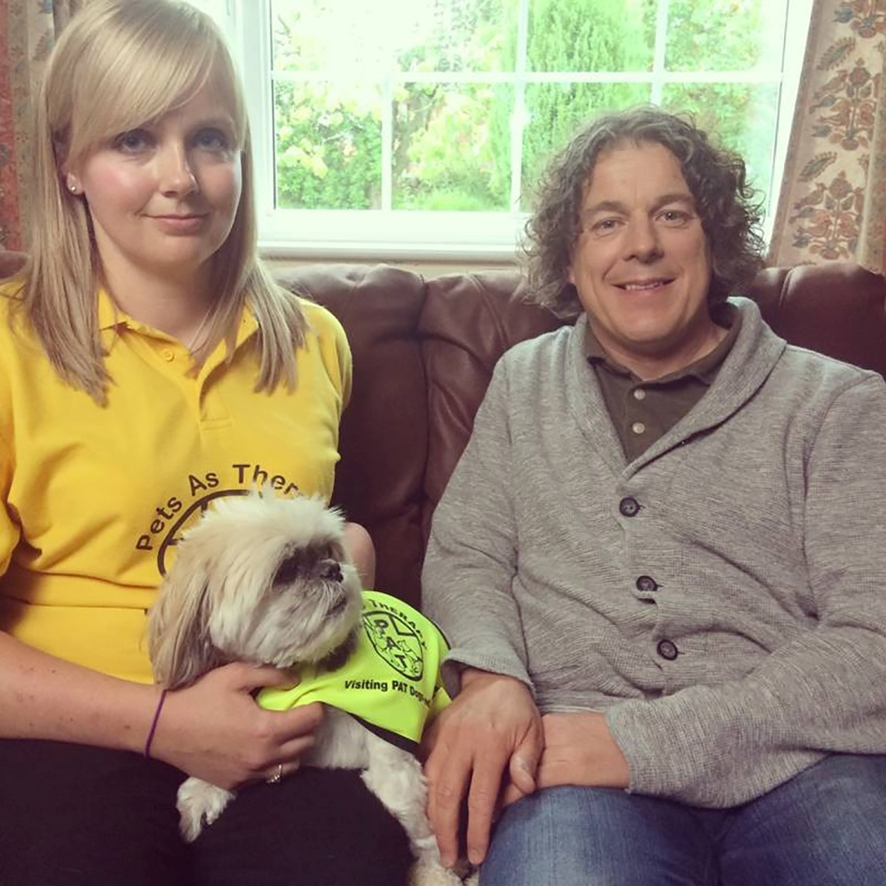 Toni Gregory and Maggie May with actor Alan Davies.