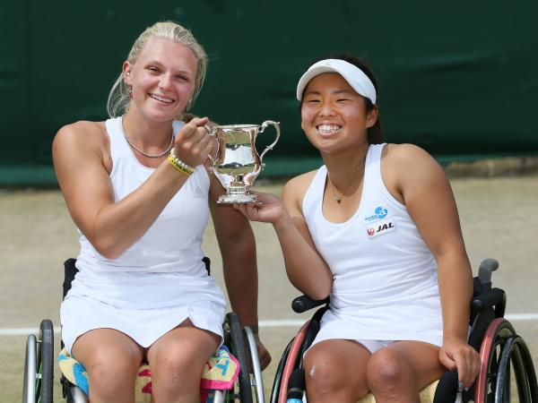 Jordanne Whiley celebrates her success with Yui Kamiji.