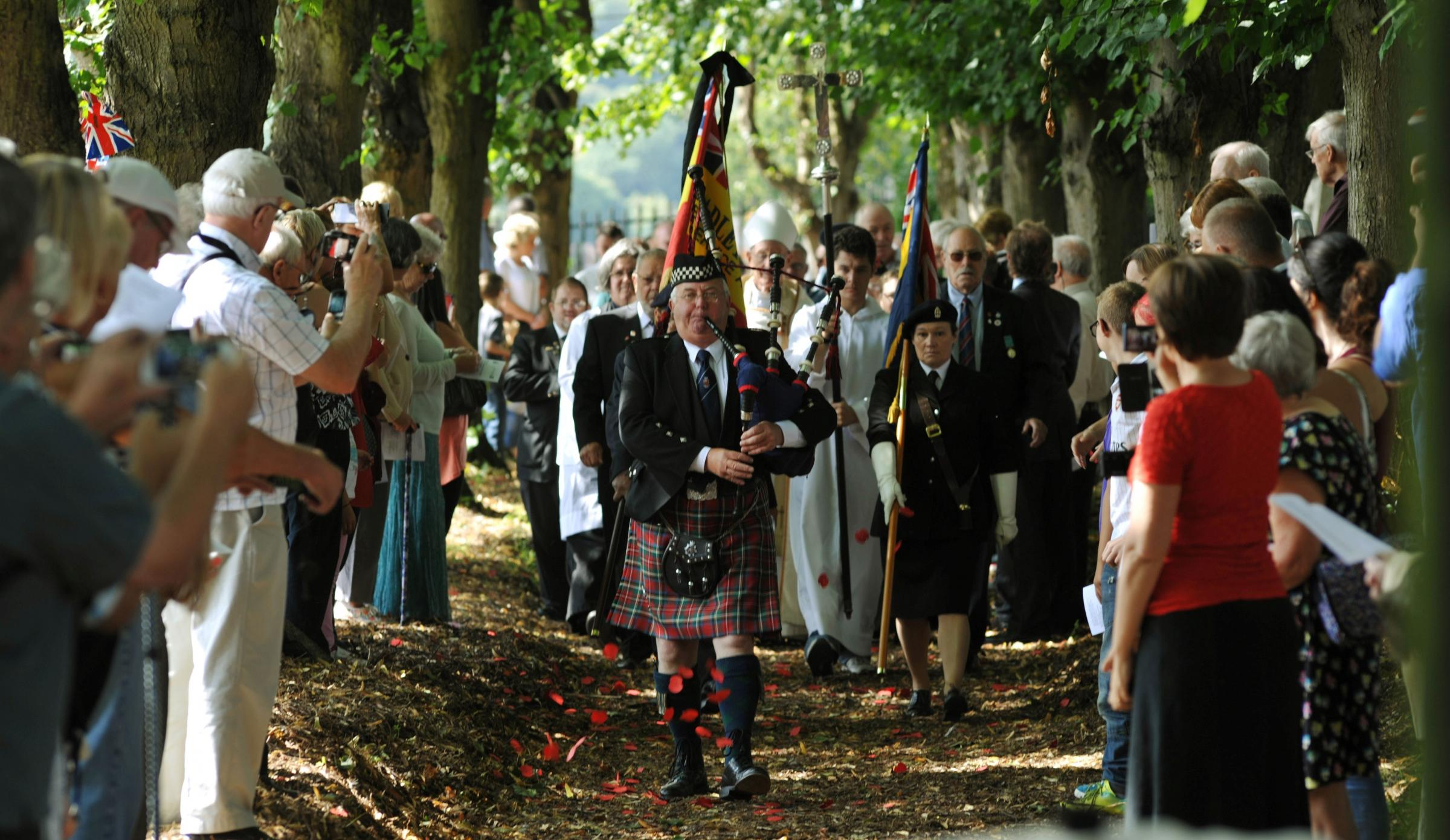 Emotional service to mark outbreak of WW1 under the lime trees of Cradley