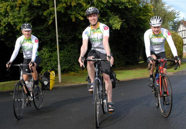 Sam Greatrex and frends Jonathan Mouzer (left) and Liam Richards (right) at the start of his epic journey.