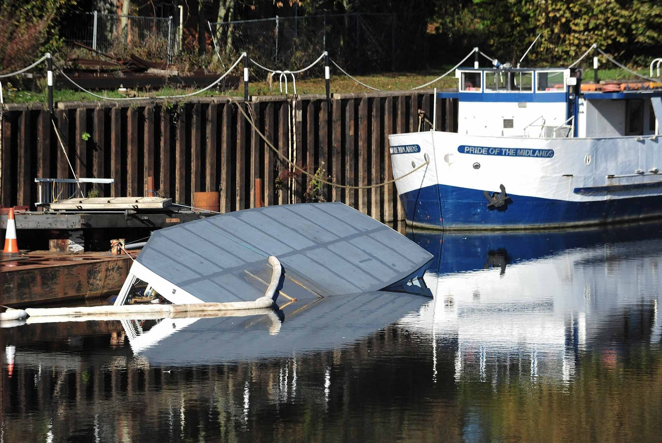 Sunken boat remains in Diglis Dock as investigations continue