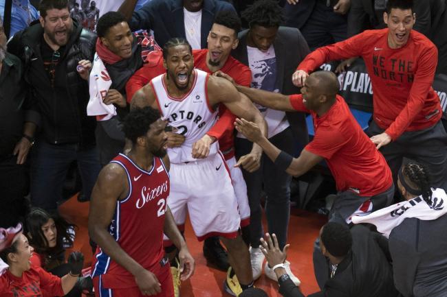 96c92c160020 Kawhi Leonard buzzer-beater sends Toronto Raptors into Eastern ...